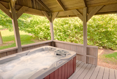 Hocking Hills Cabin Rentals-Hot Tub
